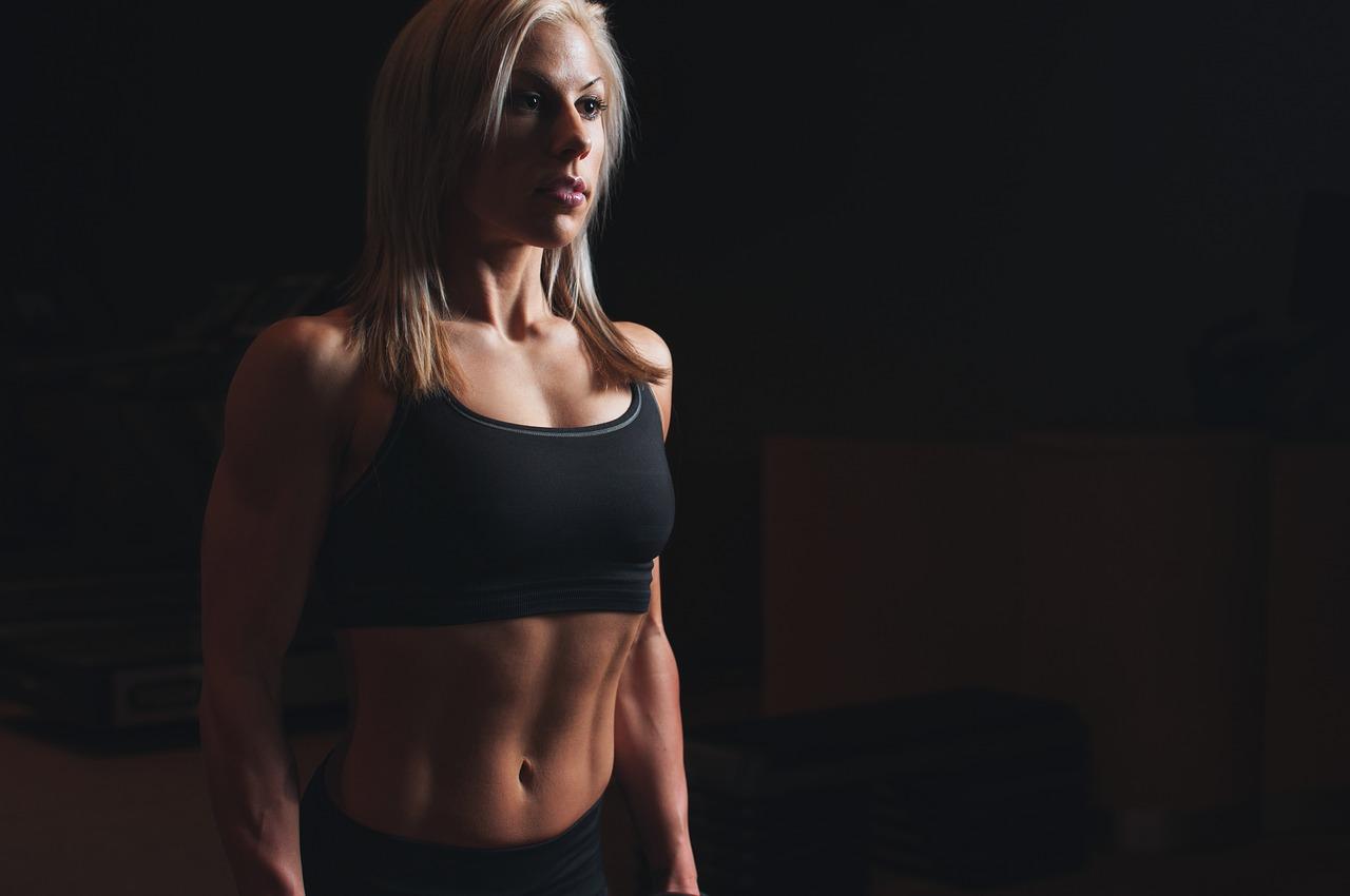 女子の腹筋回数の平均より上?下?回数はどれくらいでくびれが?