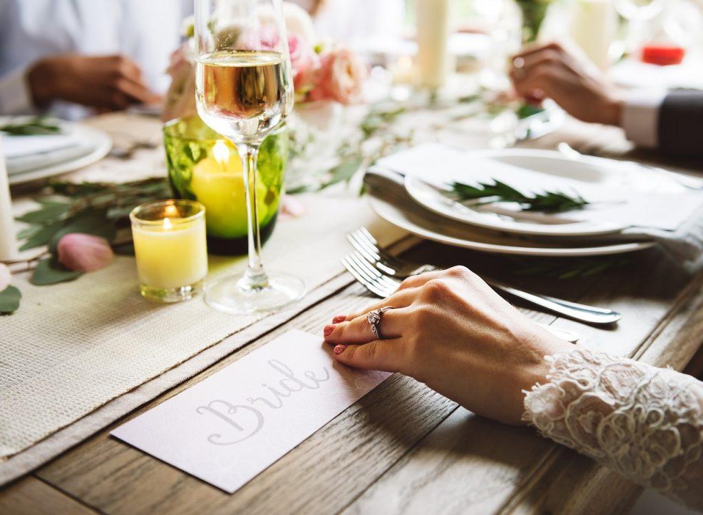 訪問着を着て結婚式に出席する場合末広(扇子)は必要?