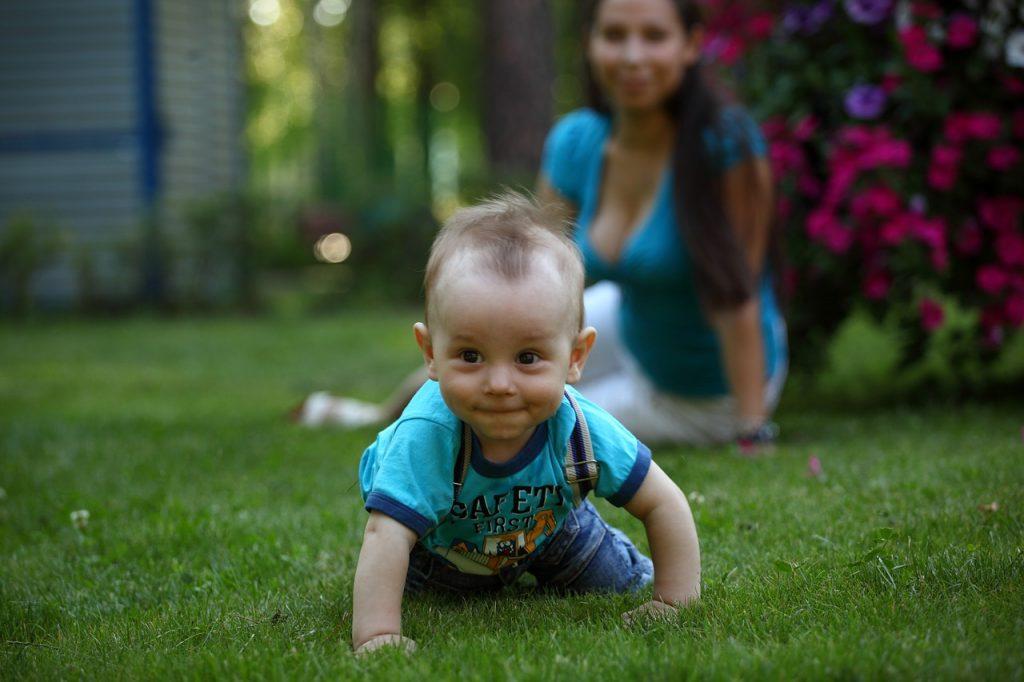 赤ちゃんのハイハイはいつ?【ハイハイ】や【ずりばい】の時期