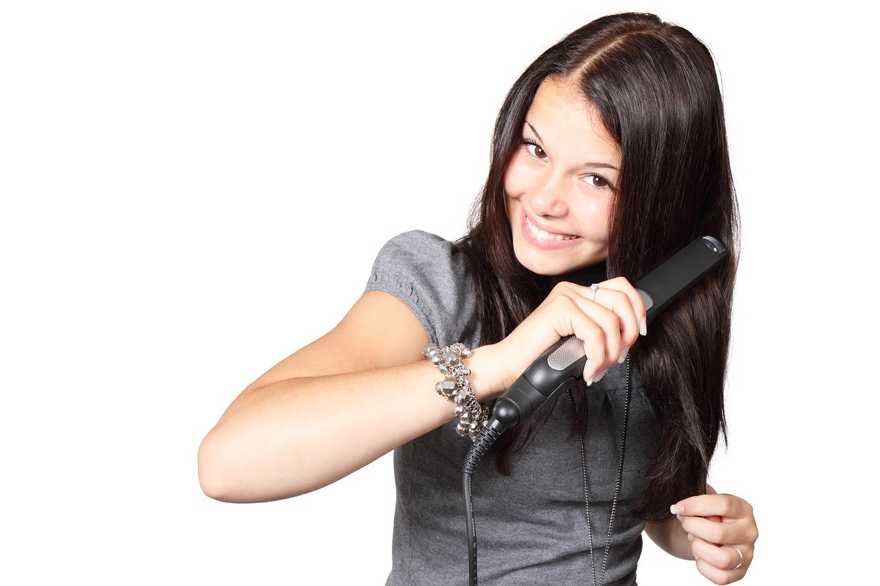 女性は注意!飛行機の手荷物検査ではヘアアイロンの持ち込み可能?