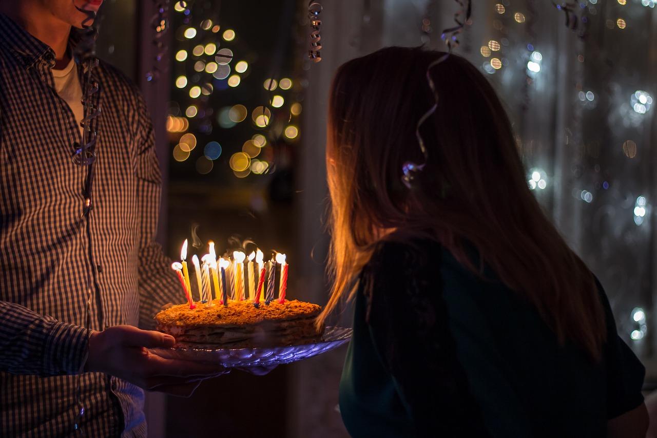 記念日の彼氏へ…お祝いサプライズ!遠距離恋愛中に喜ぶプレゼント