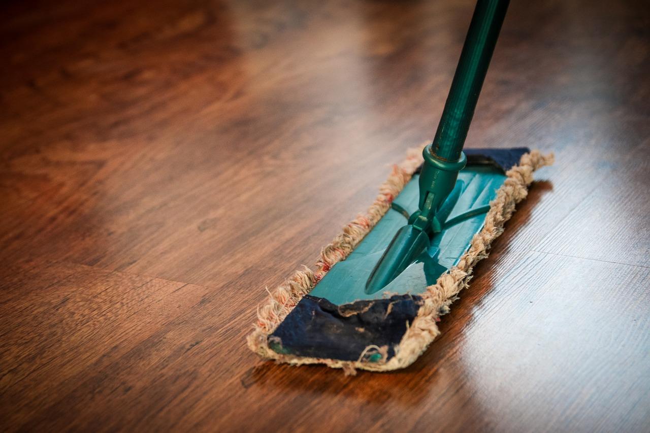 部屋のホコリ対策|ほこりっぽい家を綺麗に…おすすめの掃除方法は?
