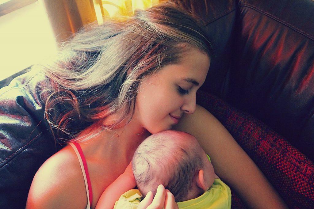 産後すぐに家事をすると更年期に影響する?正しく過ごす方法