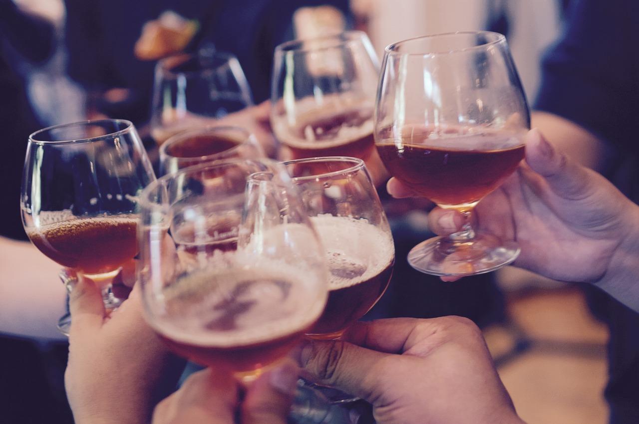 お酒が強い人の特徴は酵素が関係?強い弱いは遺伝で変えられない?