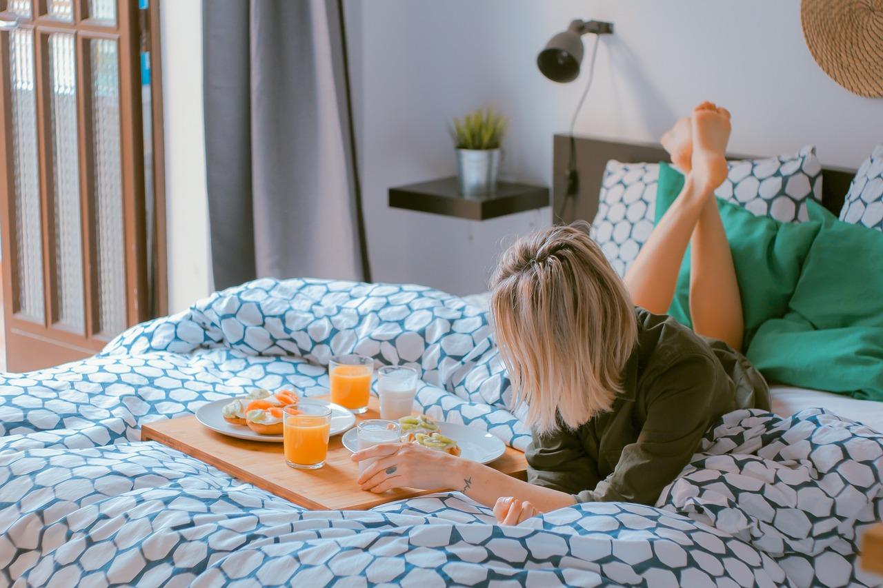 睡眠と食事のどちらかをとるなら優先させたいのは・・・