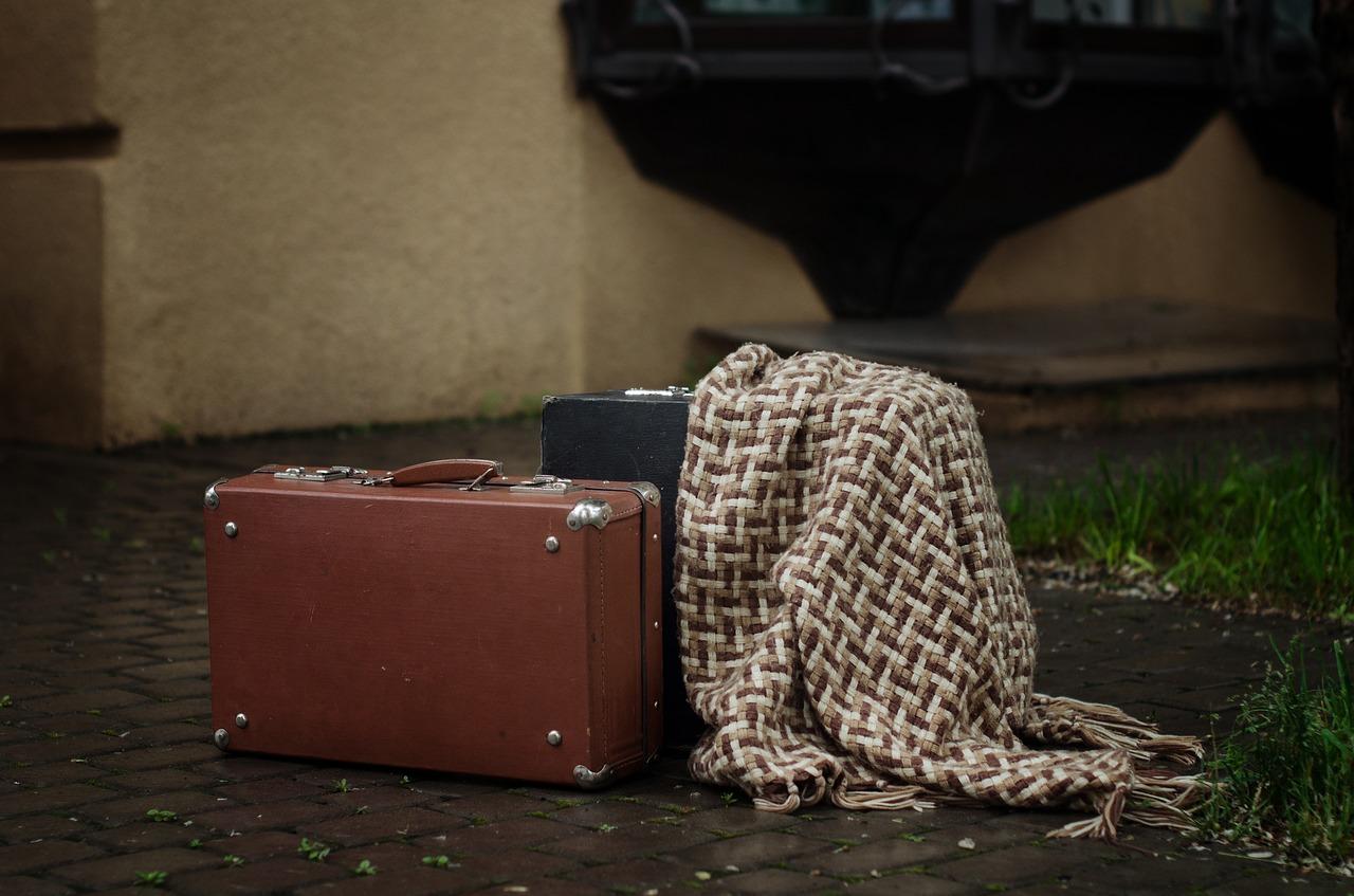 彼氏とお泊り旅行を経験「親に内緒はアリ?」秘密で行く割合の実態!