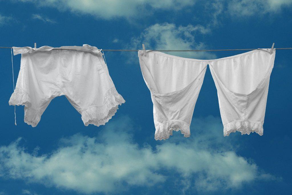 ビックリ!洗濯は洗剤なしでもキレイになるらしい?!