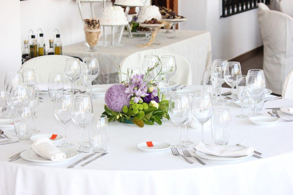 親族のみなら結婚式に訪問着を着てもいいのでしょうか?
