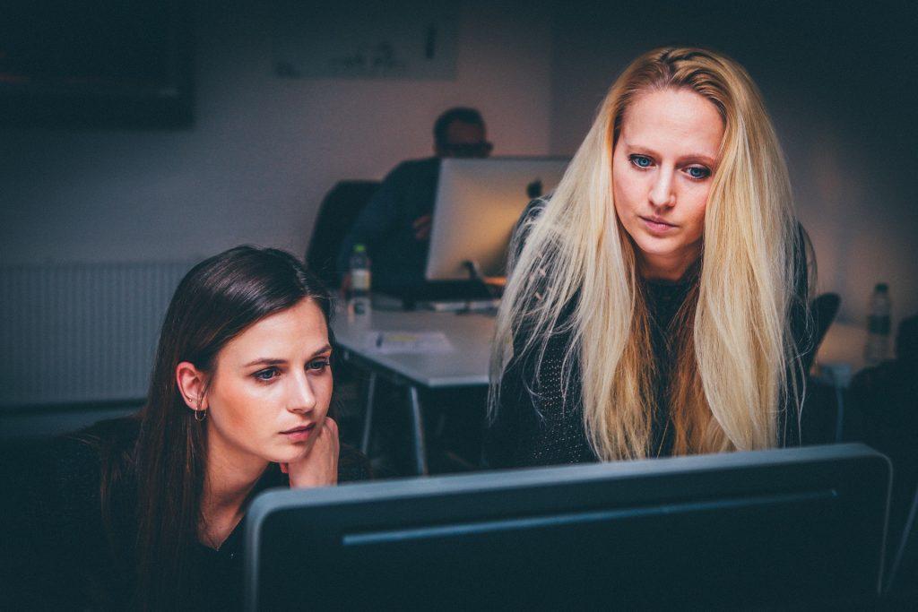 困った!!女性が多い職場での人間関係を良くするには?