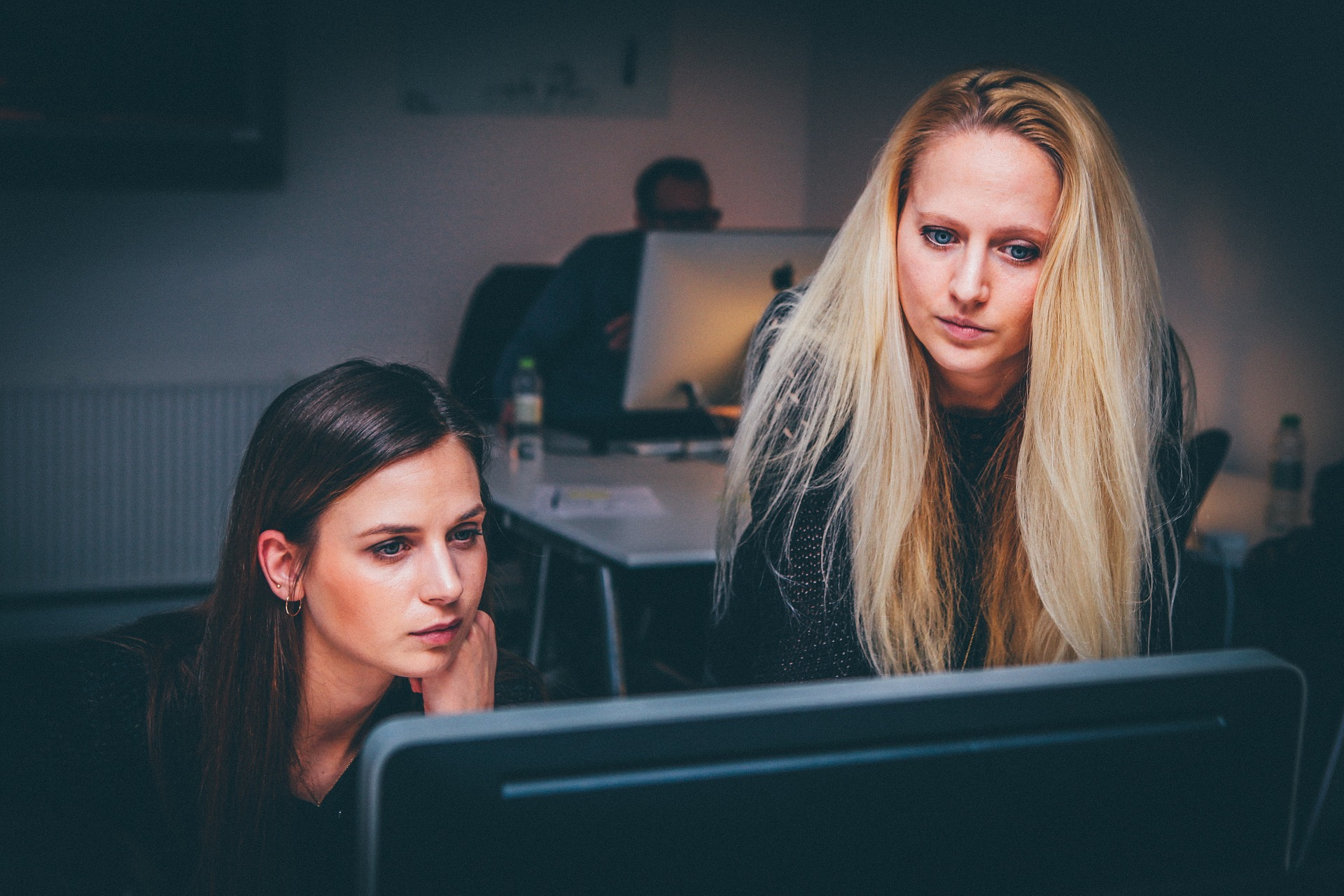 困る社内トラブル|女性が多い職場…人間関係問題を良くする方法!