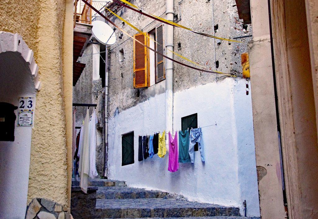 女性の一人暮らし、アパートの1階で洗濯物を干すのはNG?