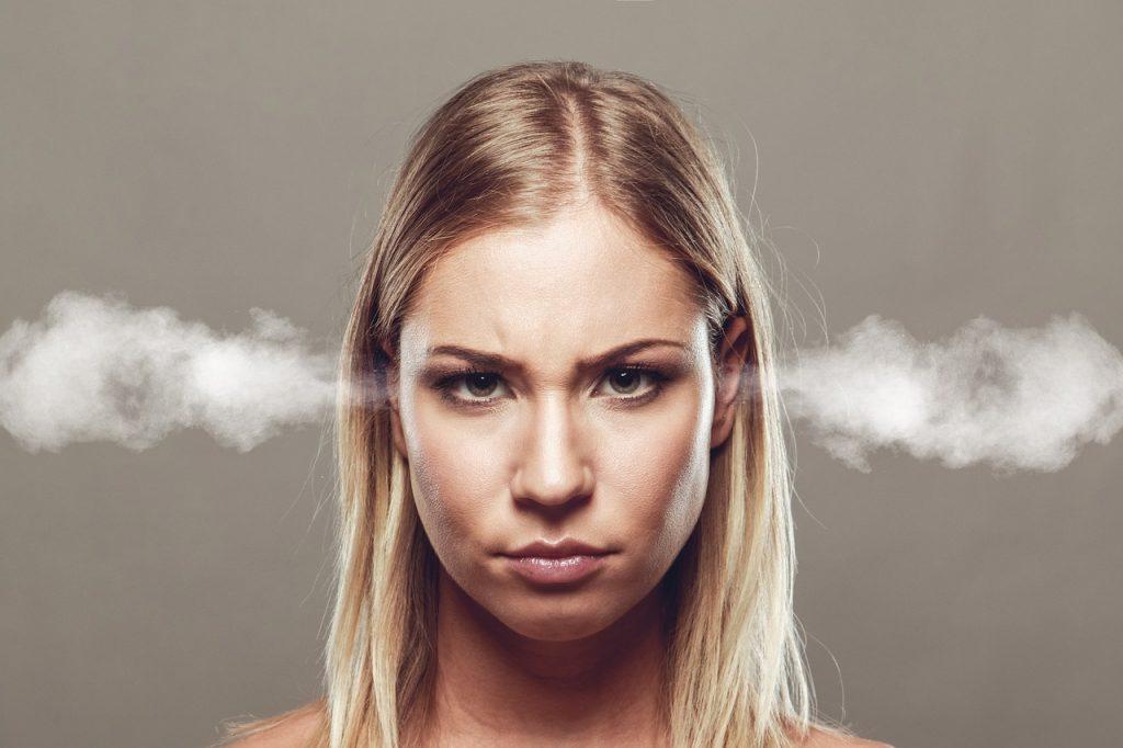 旦那へのイライラ…携帯依存夫にストレスを感じる時の対処法!