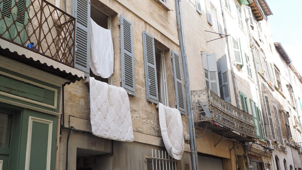 布団を干すのは曇りの日でも可能だけど条件がある!