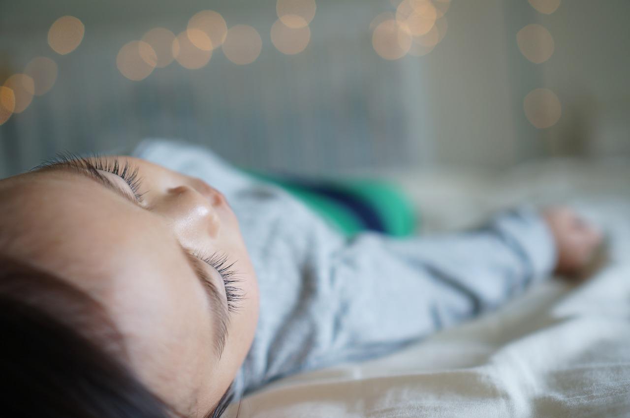 子供の寝かしつけのコツ「1歳児の寝かせ方」快適スムーズに眠る方法