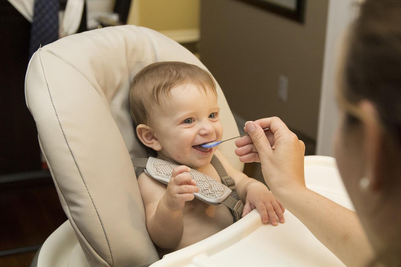 離乳食量がグーンと増加中!生後7ヶ月〜は上手に食材ストックを活用