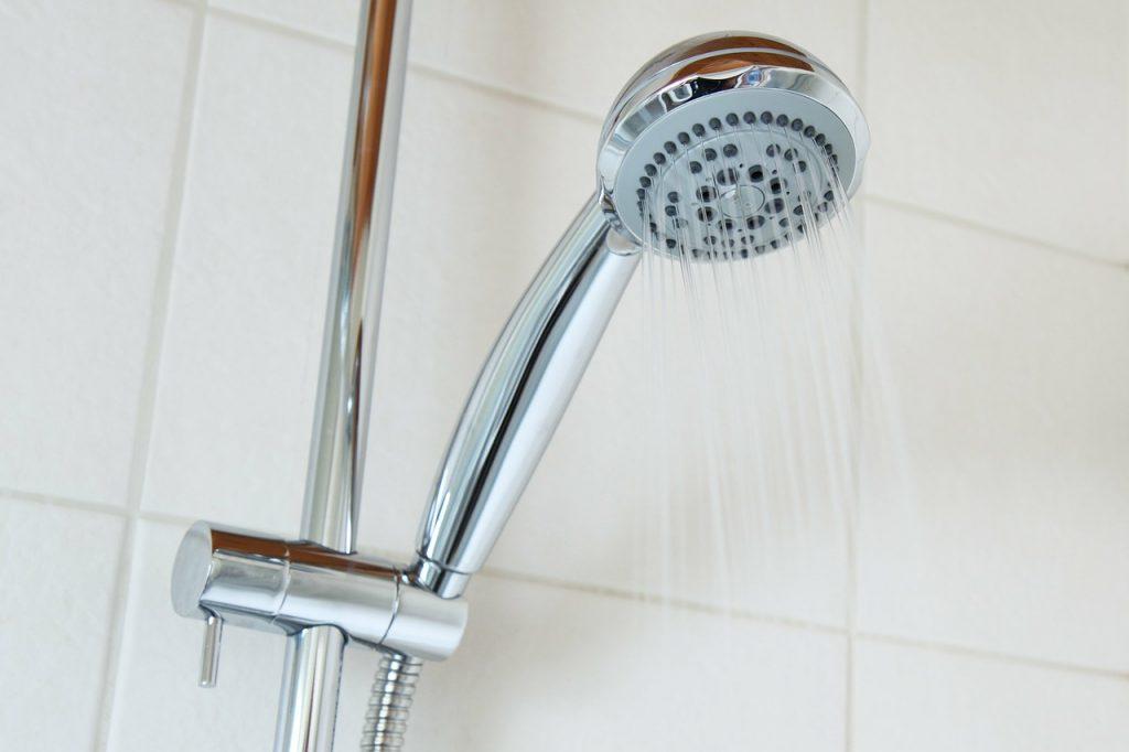 お風呂のシャワーホースの黒カビをきれいにする方法!
