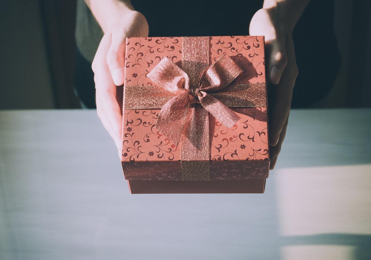 元カレに誕生日プレゼントを渡して復縁する方法