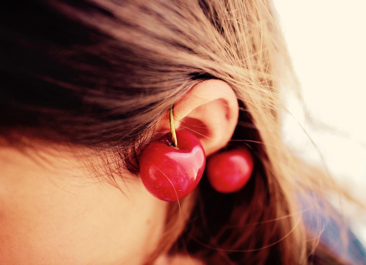 悩む耳…小さいサイズがコンプレックス!女性の平均や似合う髪型まで