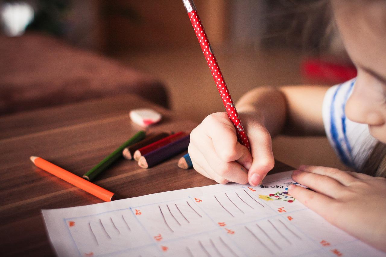 勉強に集中できない小学生が急増!原因と対処法とは