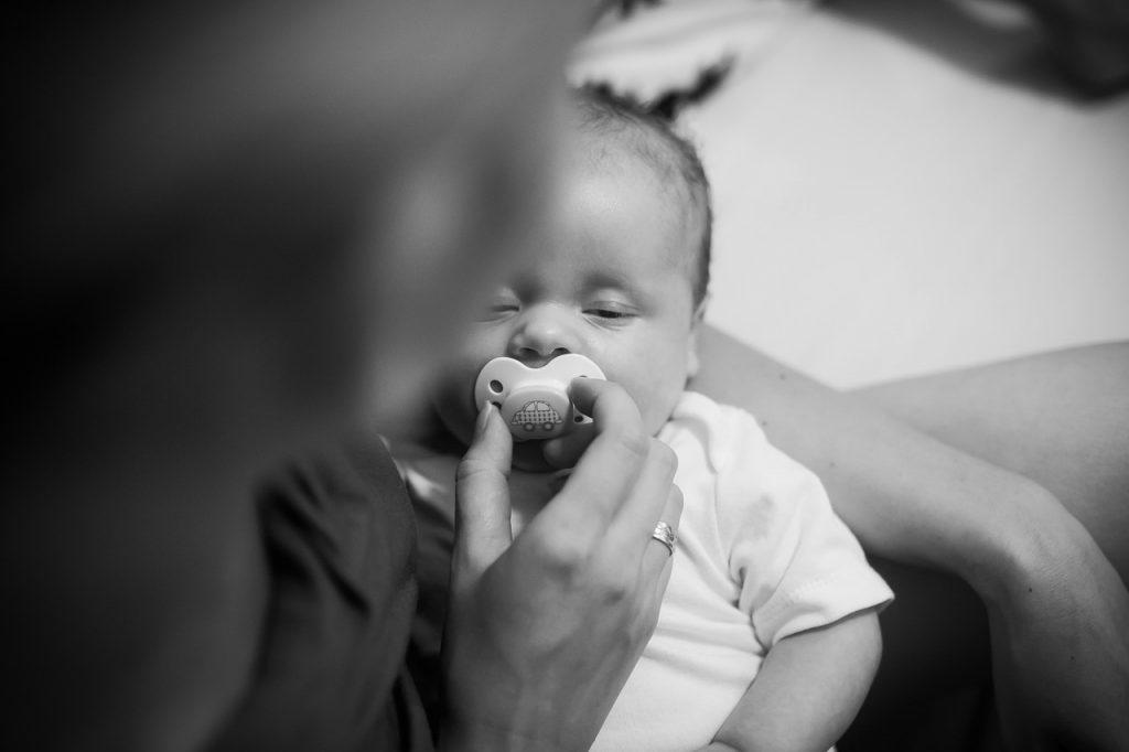 新生児が寝る時の白目は心配ない?その理由をて徹底調査!