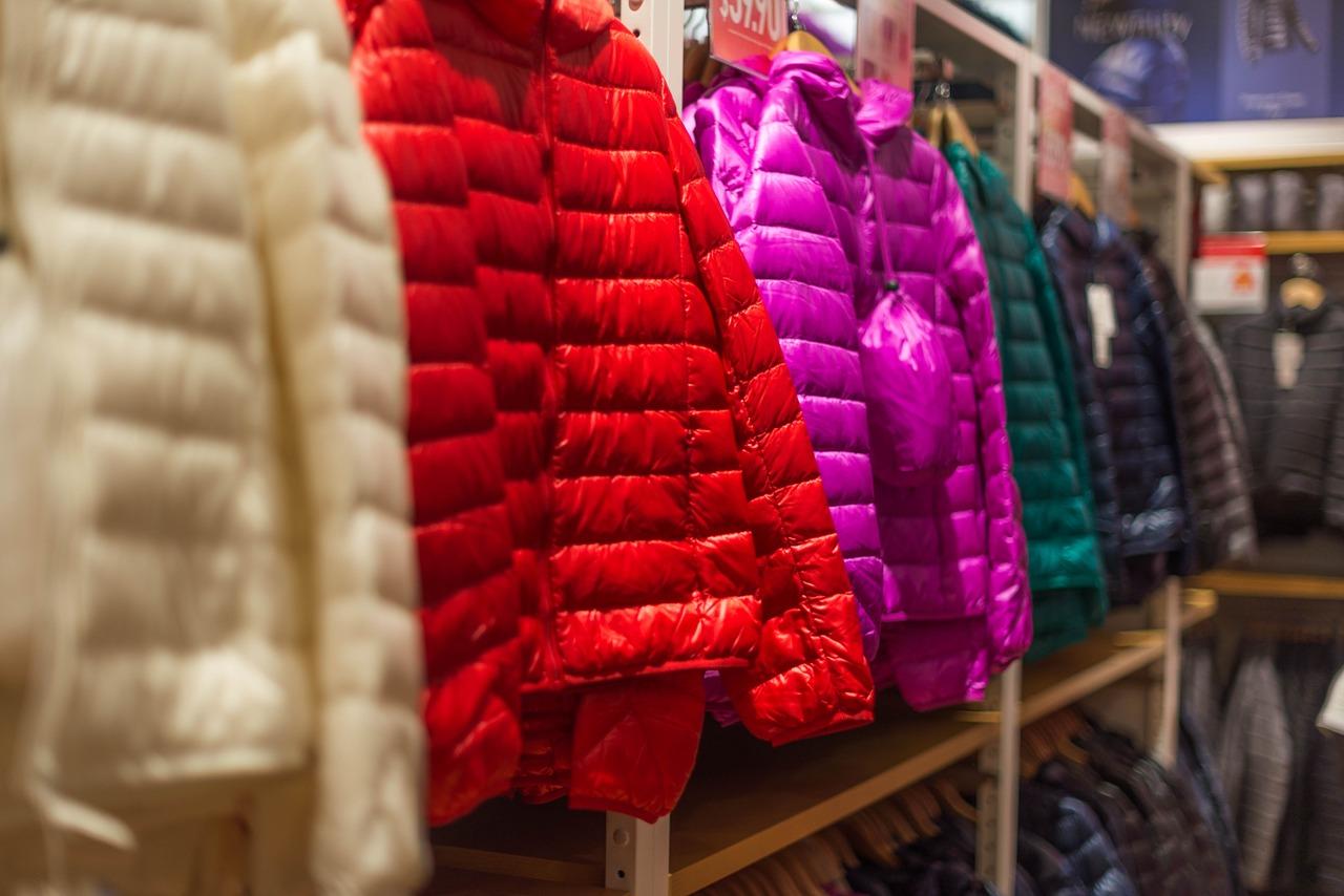 ダウンジャケットやコートは毎年クリーニングに出す?必要性は?