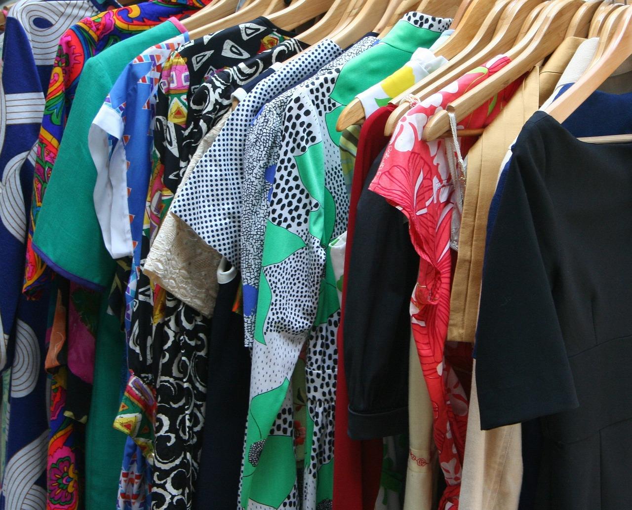 レーヨンやポリエステルの衣類は暑い夏に快適に過ごせる素材?