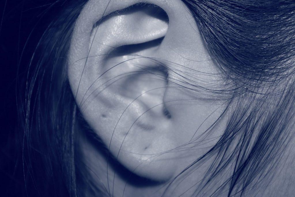 女性の耳が小さいと幸薄い!?コンプレックスを解消法は…