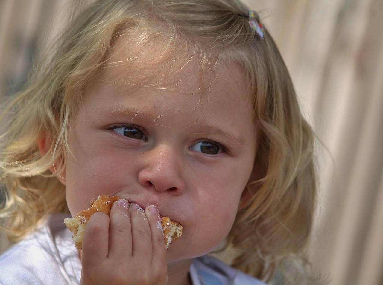 2歳の子どもに普通のカレーの甘口は与えていいの?