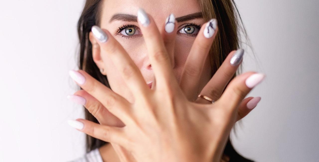 秘密にしたい・・化粧後とすっぴん顔の印象。自覚してる女子が多い