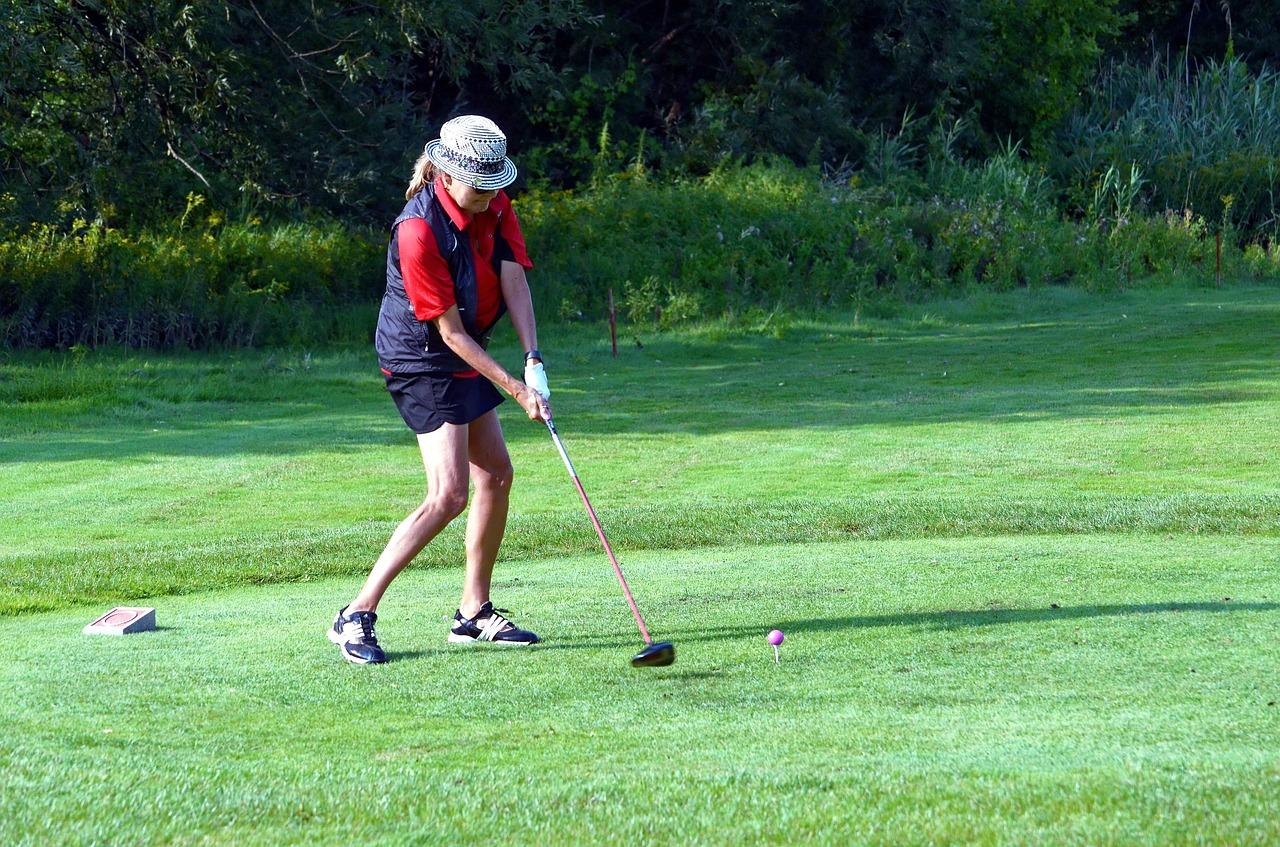 男子だけじゃなくゴルフ女子も急増。趣味で始めたら意外と出会いも