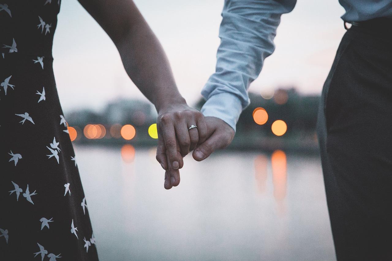 祝・遠距離恋愛からの結婚|どちらかが退職するなら要チェックです
