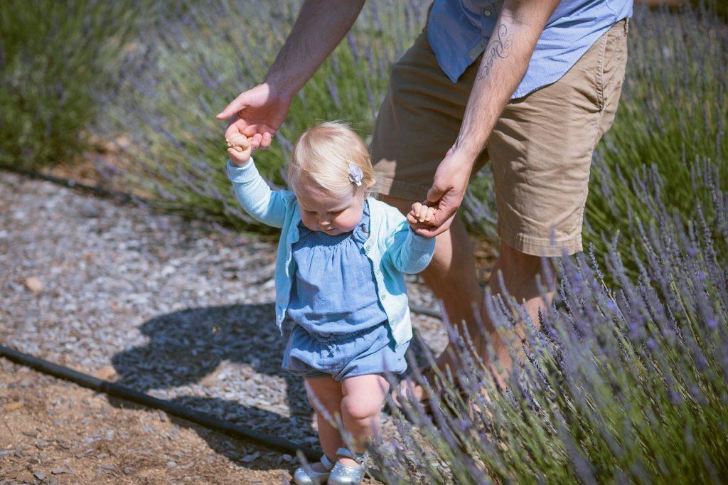 赤ちゃんが歩く時期に早いとか遅いとかありません