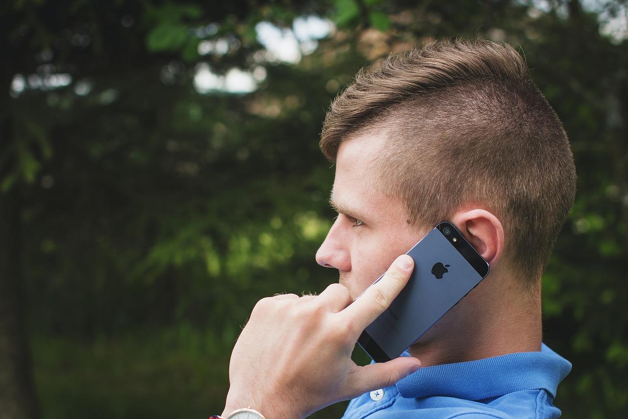 彼氏と女友達の電話…イヤな気持ちは自分だけ?嫉妬心解消のコツ!