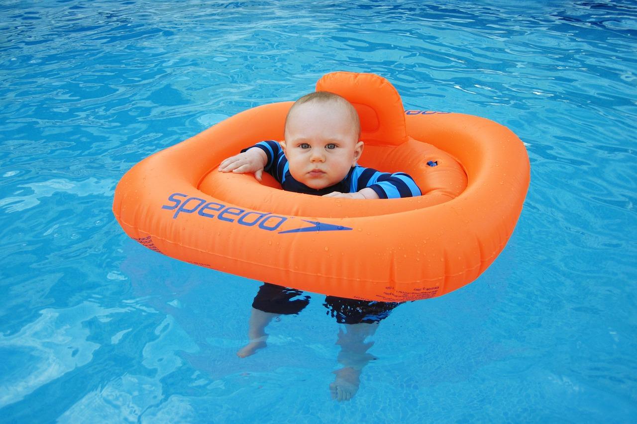 準備万端でプール遊びを!時間は赤ちゃんの場合は30分を目安に