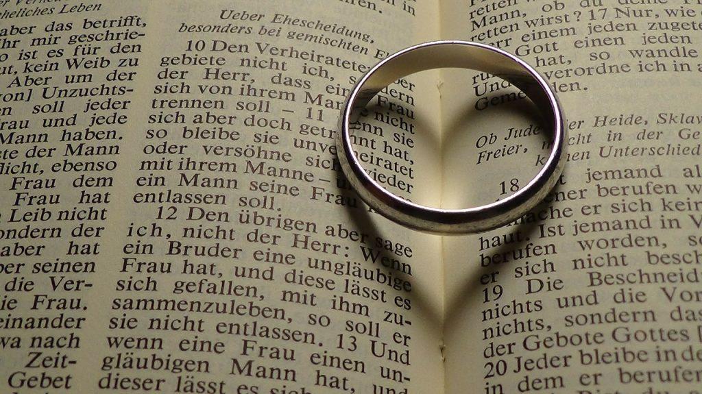 男性が指輪をするのには意味があるの?