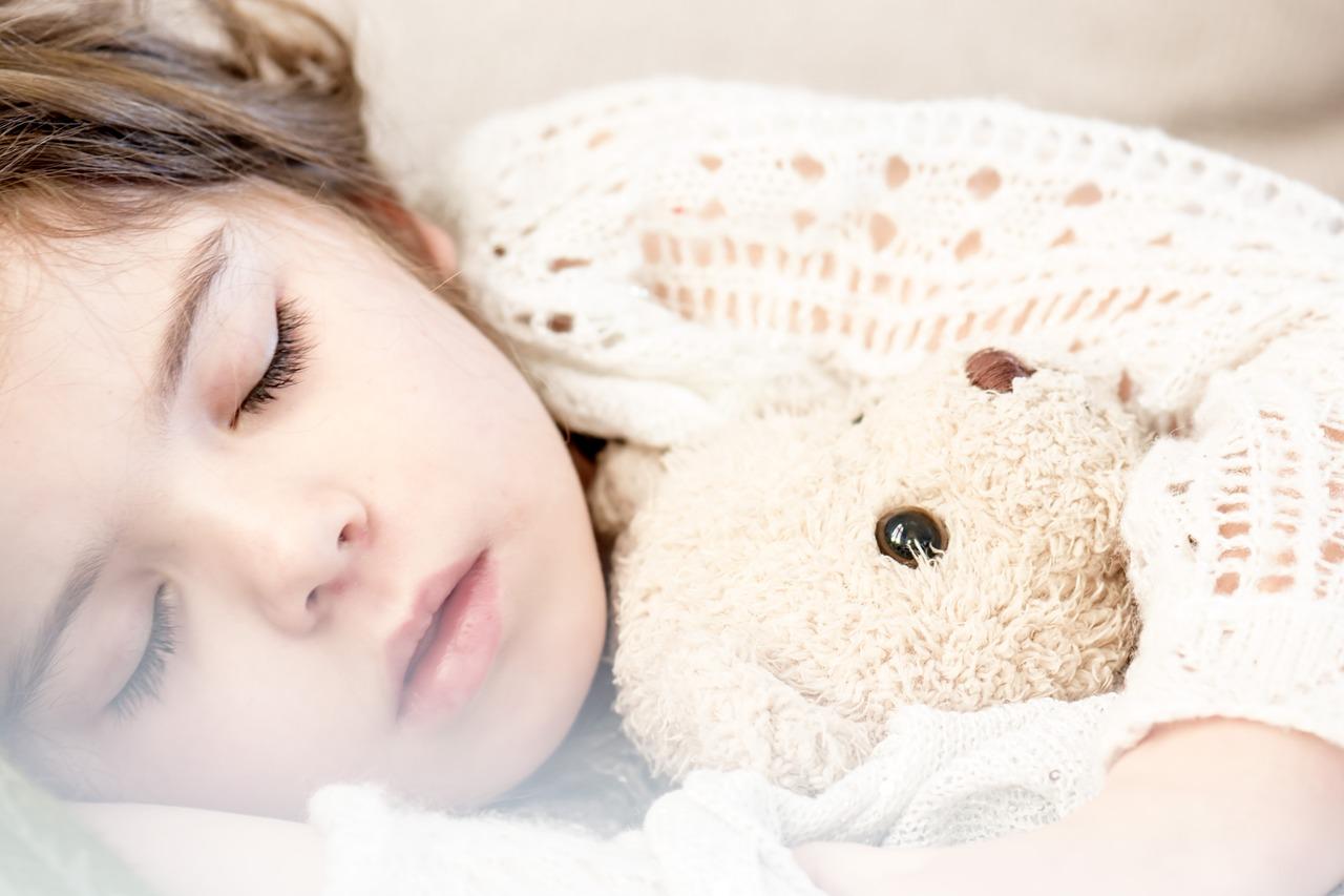 子供の発熱に注意!症状に合う水分補給…おすすめの飲み物や食事まで