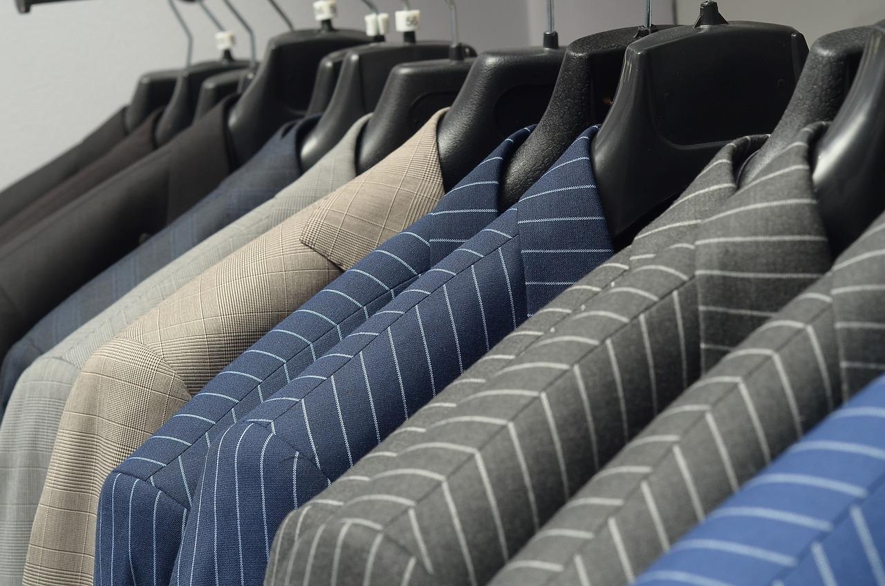 スーツにカビ!その対策と服に生えたカビの洗濯方法
