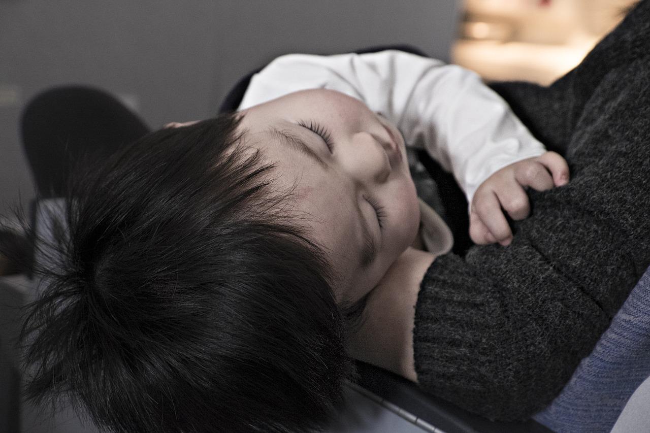 子供の咳が1ヶ月続くときはどうしたらいい?咳を止める方法