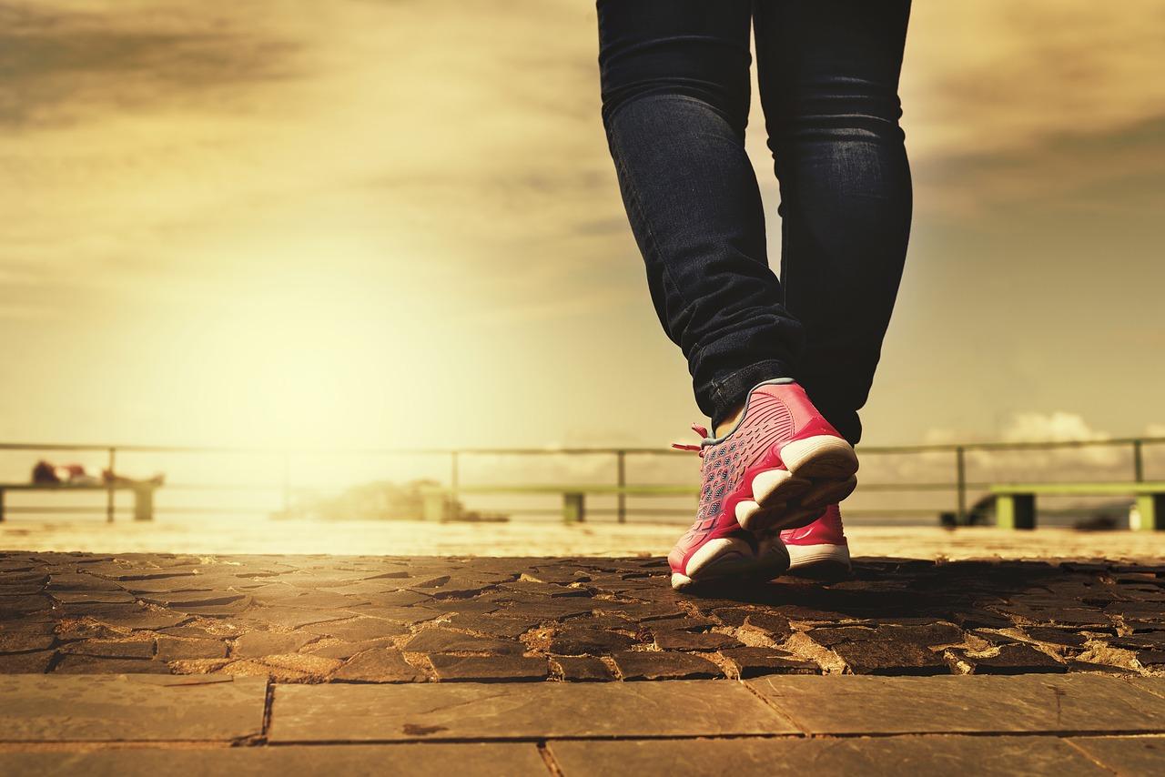 正しい姿勢で歩こう!太もも痩せダイエットはウォーキングが効果的