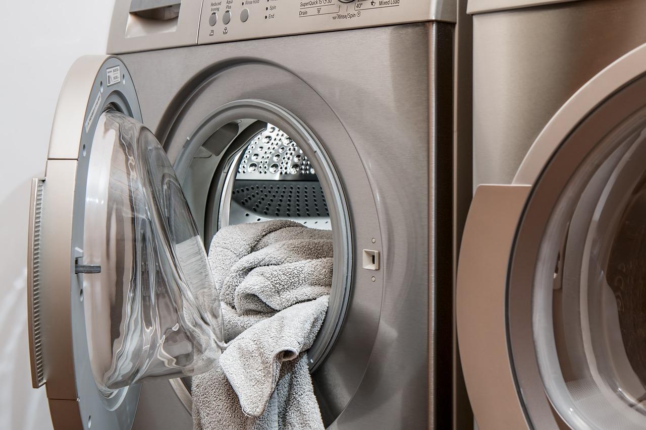 洗濯乾燥機の嫌な臭い!悪臭の原因には…この対策でニオイ別に解決!