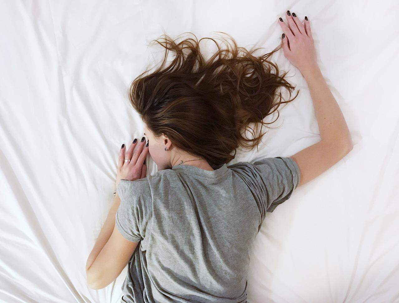寝起きに起こる吐き気…妊娠初期のつわりの特徴と対処法