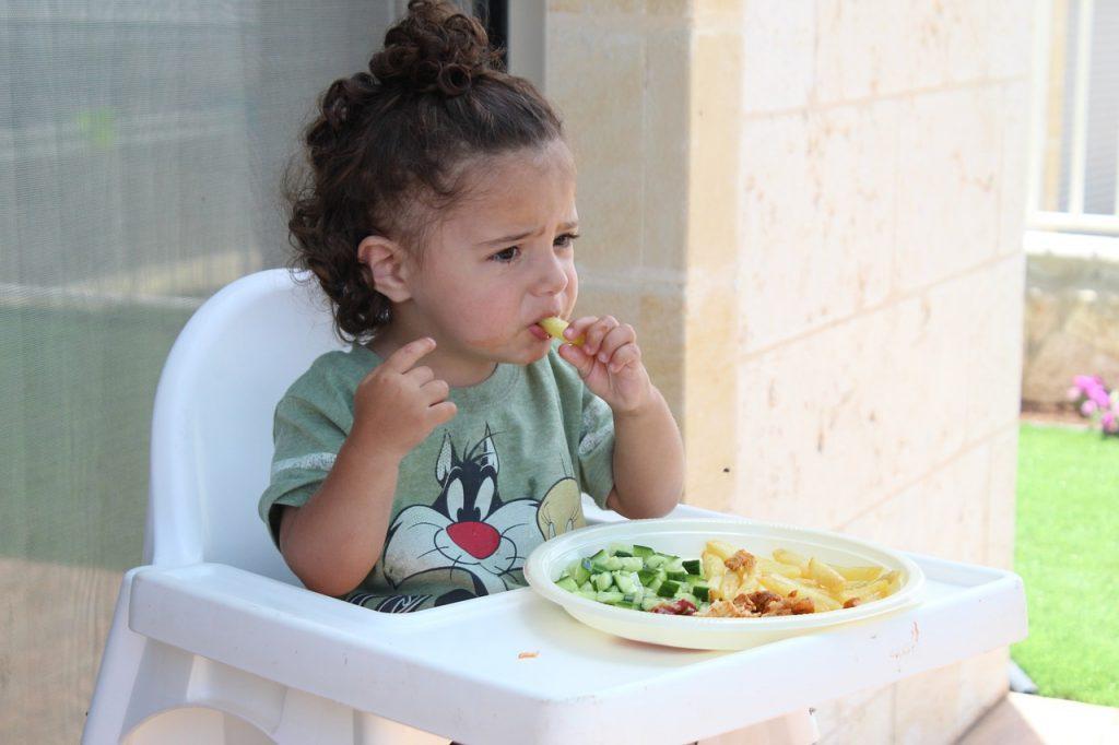 1歳半の食事の適量はどのぐらい?食べ過ぎが心配!