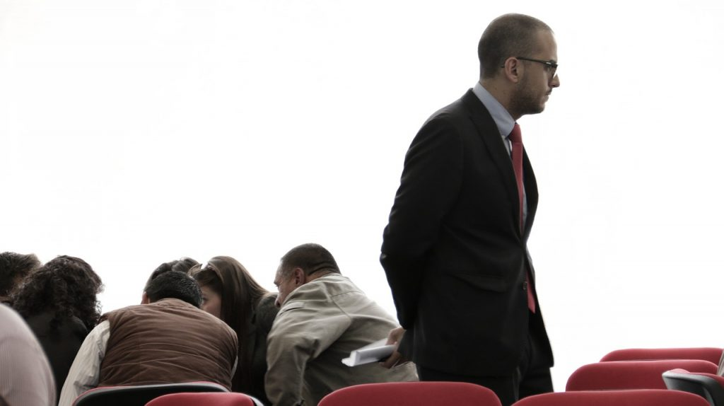 大学の先生との恋は品性が疑われる?