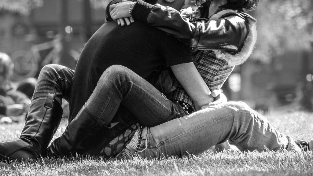 恋愛に不安感…相手に依存してしまう人の特徴と問題点