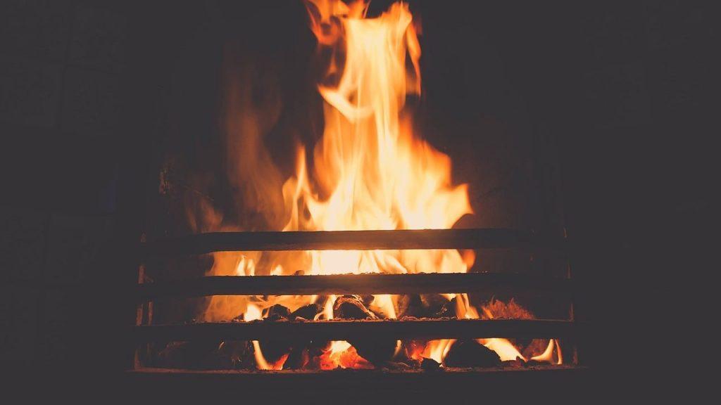 光熱費を節約できる最強の暖房器具とはいったい