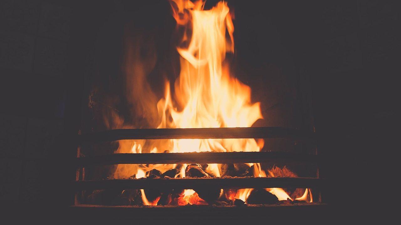 寒い冬の光熱費|節約効果が断トツ高い…最強な省エネ暖房器具とは?