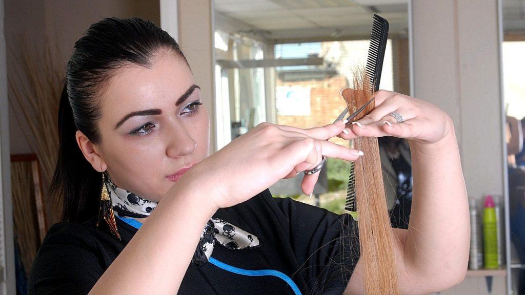 美容院での髪型が気に入らない…やり直しのコツと注意点