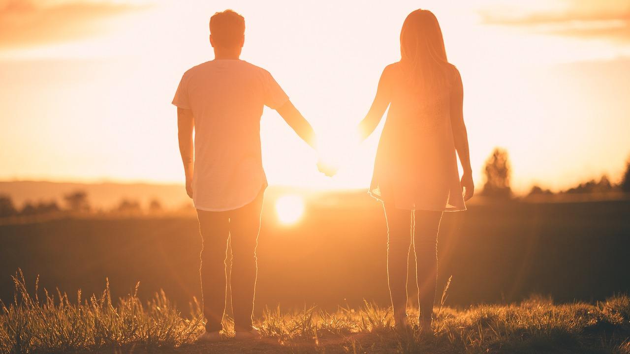 手をつなぐ心理とは?既婚者の場合はただのスキンシップ