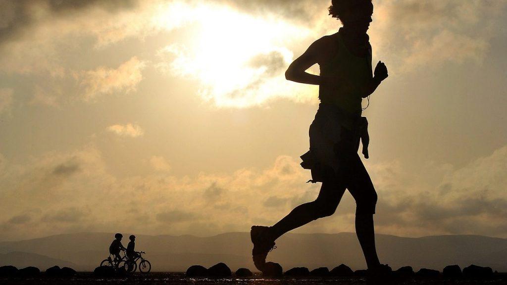 夜のジョギングは怖い!安全に走るために気をつけたいこと