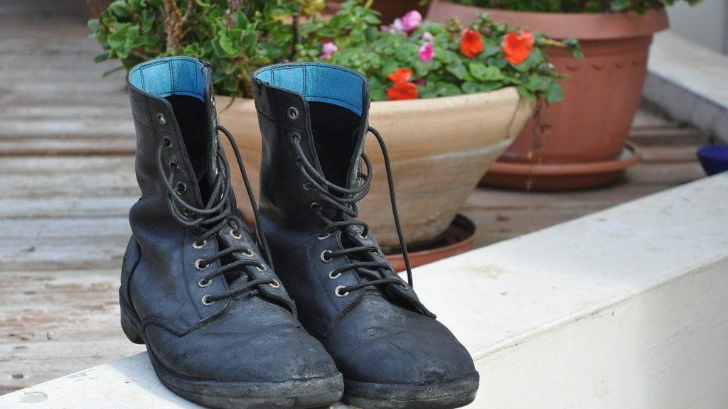 スエードの靴にカビが生えた!そんな時の除去方法と保管方法